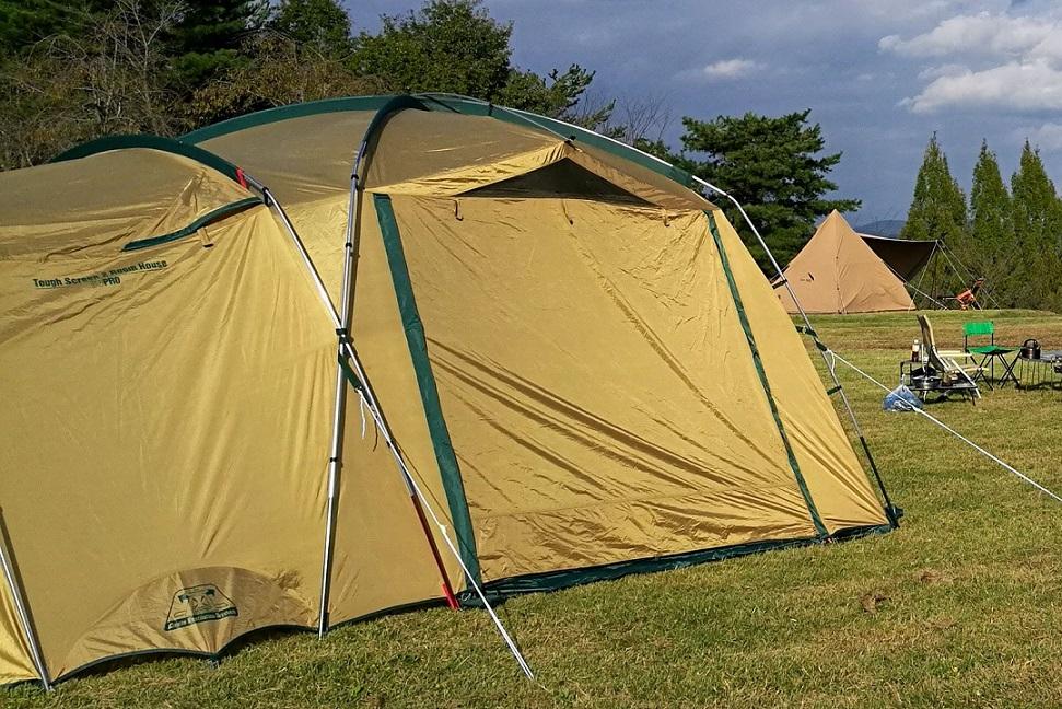 公園、空き地、河川敷などにテントを組み立てて乾かす