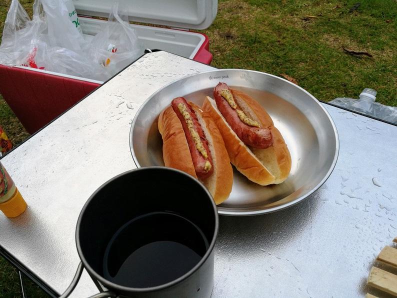 朝食のホットドッグ